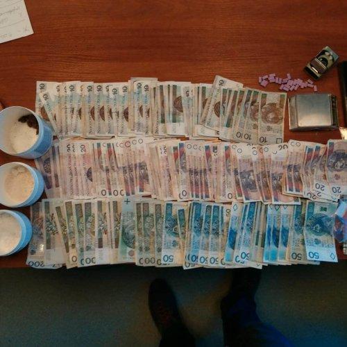 Policjanci przejęli ponad 800 działek dilerskich metaamfetaminy